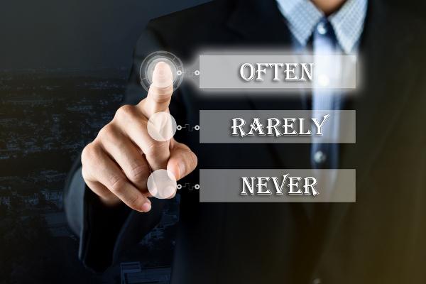 """Often, Rarely e Never são exemplo de """"adverbs of frequency"""" e indicam a frequência de alguma ação."""