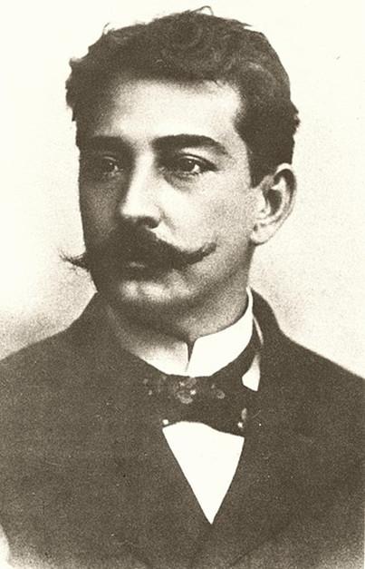 Aluísio Azevedo trouxe o naturalismo à literatura brasileira.