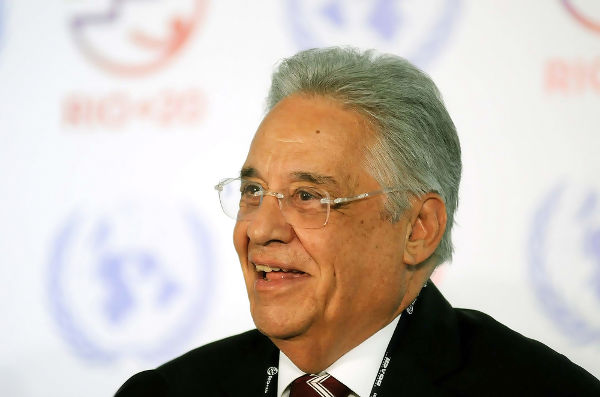 FHC formou-se sociólogo, foi o responsável pelo Plano Real e foi eleito presidente do Brasil por dois mandatos.[1]