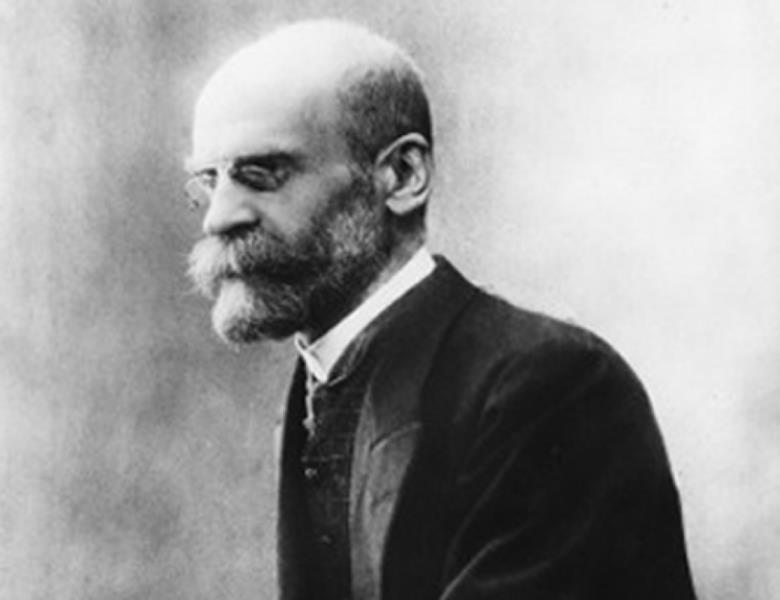 O sociólogo francês Émile Durkheim construiu o seu pensamento em cima do que chamou de fatos sociais.
