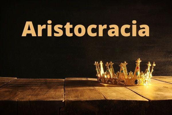 A aristocracia é uma forma de governo que, no princípio, buscava os mais aptos para governar. Hoje ela confunde-se com a monarquia.