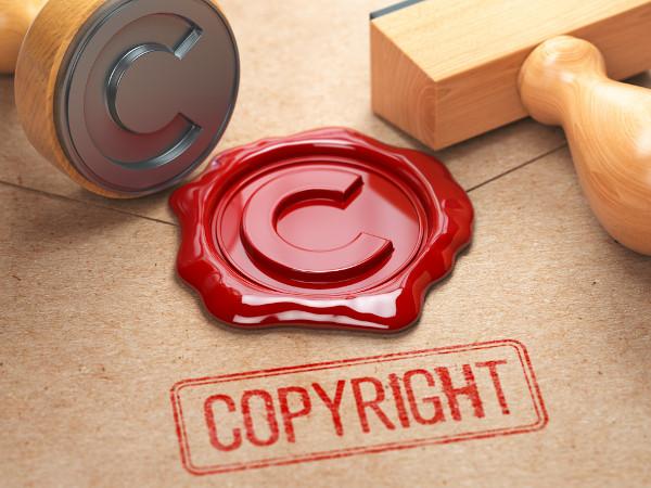 O símbolo © é amplamente conhecido como indicador de que determinada obra possui direitos autorais (copyright).