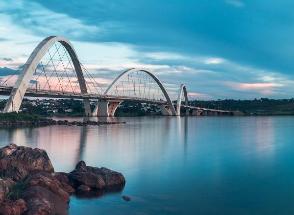 O Lago Paranoá e a Ponte JK.