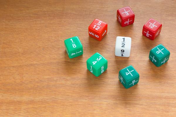 Números racionais são todos aqueles números que podem ser representados por uma fração.