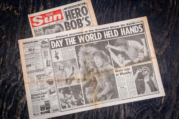 Reportagens de jornais ingleses destacando o Live Aid, festival de música realizado no dia 13 de julho de 1985.[1]