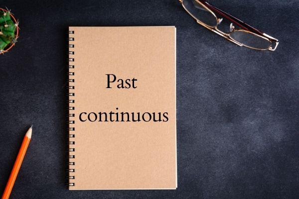 """O """"past continuous"""" descreve ações em desenvolvimento no passado."""