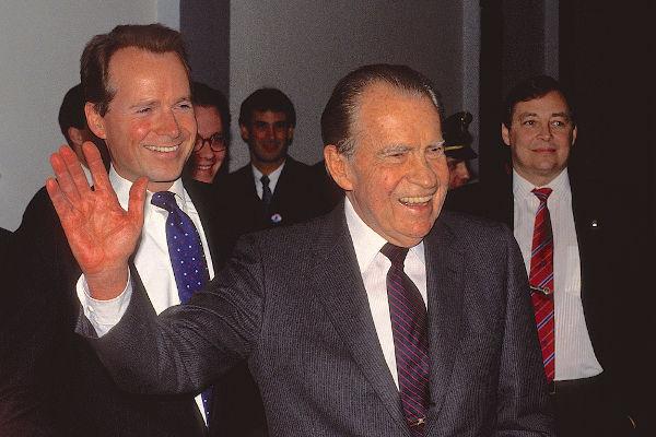 O presidente Richard Nixon é, até hoje, o único presidente na história dos Estados Unidos que renunciou à presidência.[1]