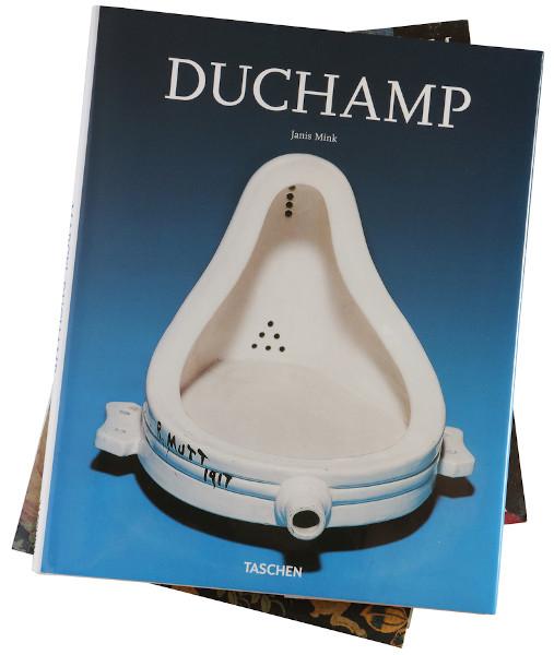 """""""Urinol de porcelana"""", de Marcel Duchamp, um dos mais famosos artistas dadaístas.[2]"""