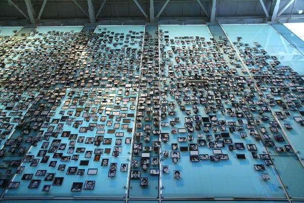 Homenagem às vítimas da ditadura chilena no Museu da Memória e dos Direitos Humanos, em Santiago, capital do Chile.[2]