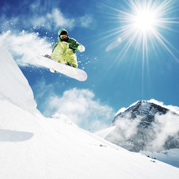 Esporte na neve: salto de snowboard