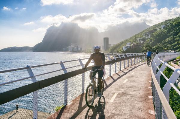 As ciclovias são excelentes meios para melhorar a mobilidade urbana. Na foto, ciclovia no Rio de Janeiro.[3]
