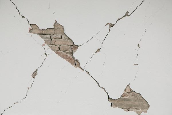 Efeitos nas residências promovidos pela ação dos terremotos.