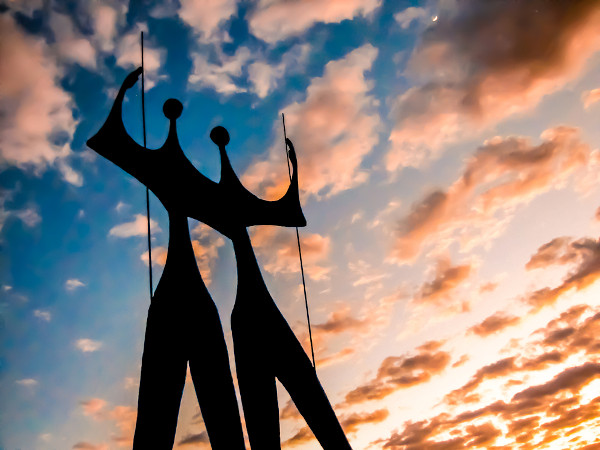 Monumento em Brasília que homenageia os candangos, pessoas que trabalharam na construção da cidade na década de 1950. [2]