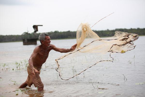 Pescador em Simões Filho, Bahia. [2]
