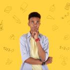 menino no fundo amarelo com símbolos de matemática