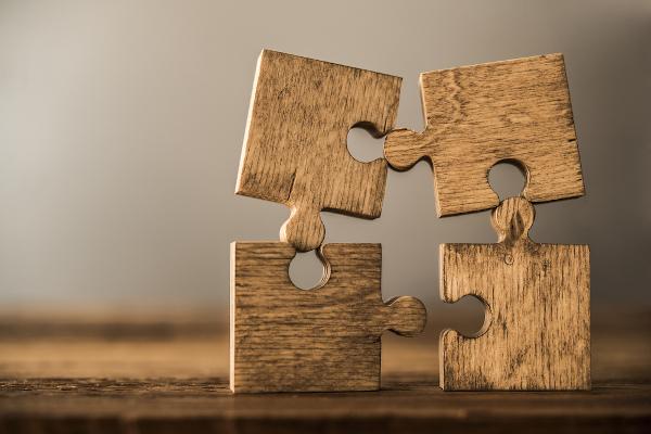 Os operadores são como encaixes que conectam as partes do texto e evidenciam as estratégias argumentativas.