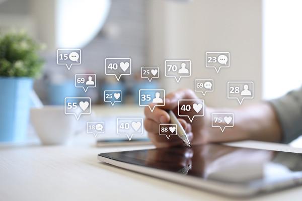 É importante investir nas redes sociais de sua empresa, pois é uma ótima forma de as pessoas conhecerem seus produtos e serviços.