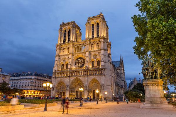 A coroação de Napoleão Bonaparte aconteceu no dia 2 de dezembro de 1804, na Catedral Notre-Dame.