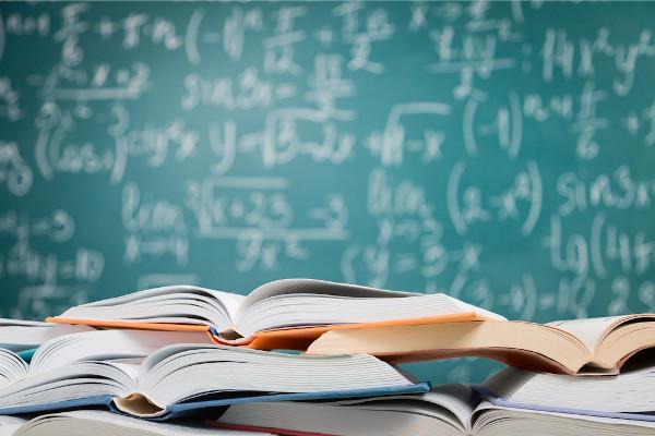 É fundamental conhecer a fórmula utilizada para realizar a fatoração da soma de dois cubos.