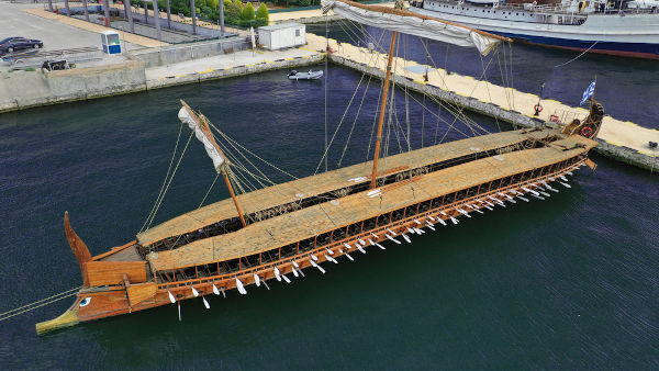 Os trirremes foram a principal embarcação usada por atenienses e espartanos durante a Guerra do Peloponeso.