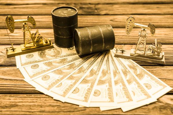 O preço do petróleo afeta a vida de bilhões de pessoas.