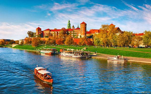 Castelo polonês às margens do rio Wisla.