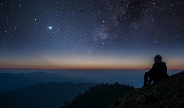 A observação dos astros deu origem aos pontos de referência que conhecemos atualmente. É o método mais antigo e conhecido de orientação espacial.
