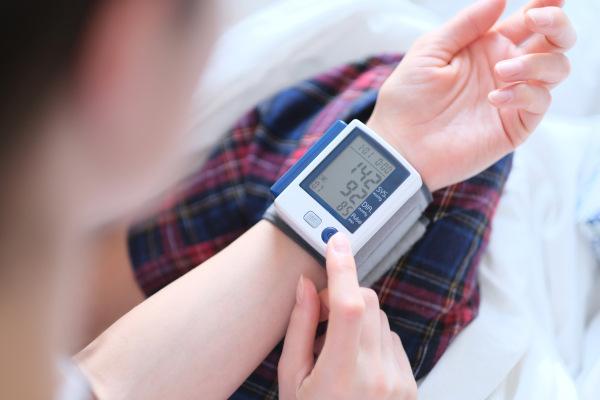 É considerado hipertensão quando o indivíduo apresenta pressão arterial acima de 140/90 mmHg.
