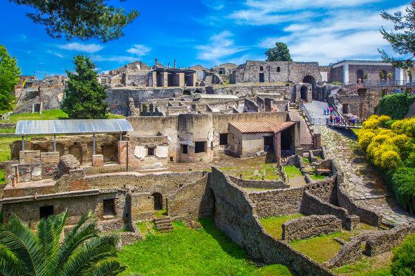 As ruínas de Pompeia foram descobertas em escavações realizadas durante o século XVIII.