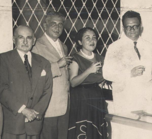 José Lins do Rego, de óculos, na década de 1950.