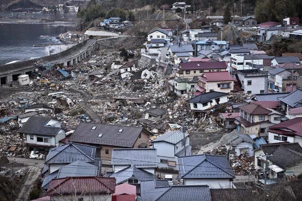 O tsunami deixou um grande rastro de devastação em Fukushima.