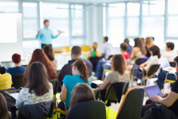 No Brasil, existem os que celebram o Dia Internacional da Educação em 24 de janeiro, enquanto outros o fazem em 28 de abril.