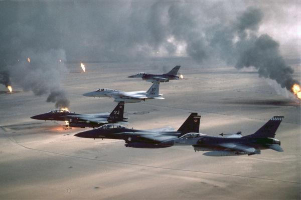 Aviões norte-americanos monitorando o território do Kuwait depois da Guerra do Golfo.