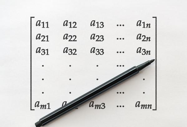 Para que uma matriz possua uma inversa, ela precisa ser quadrada.