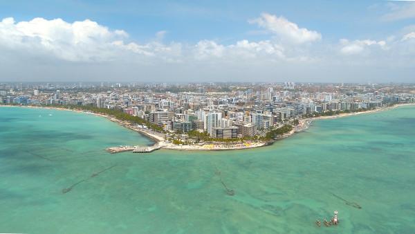 Maceió, capital do estado, é a cidade mais populosa de Alagoas.