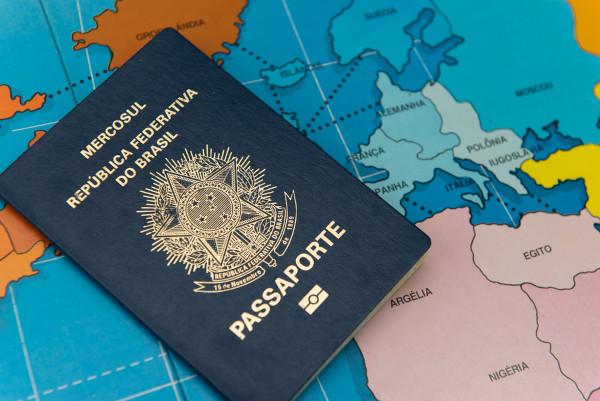 Imigração é o processo de chegada de pessoas a países que não sejam os de origem.
