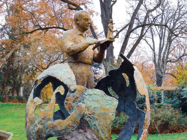 Escultura de Antoine de Saint-Exupéry, no Jardin Royal, em Toulouse.[1]
