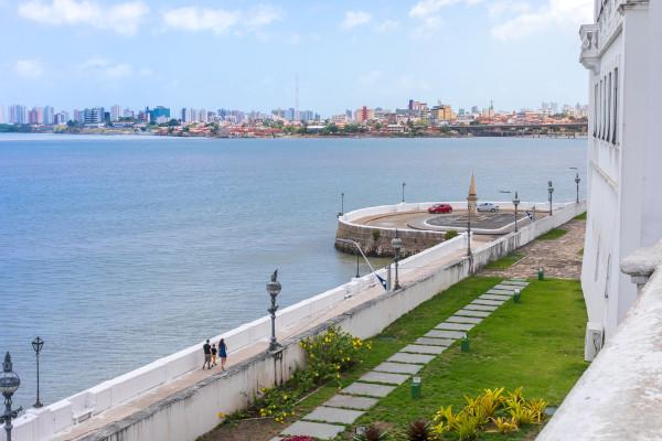 Vista do coreto, na Avenida Beira Mar, em São Luís, Maranhão.