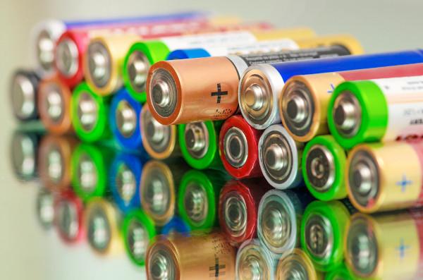As pilhas geram energia elétrica por meio de reações de oxirredução.