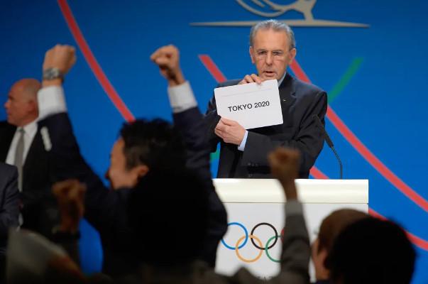 Presidente do COI, Jacques Rogge anuncia Tóquio como sede dos Jogos Olímpicos e Paralímpicos de 2020. [2]