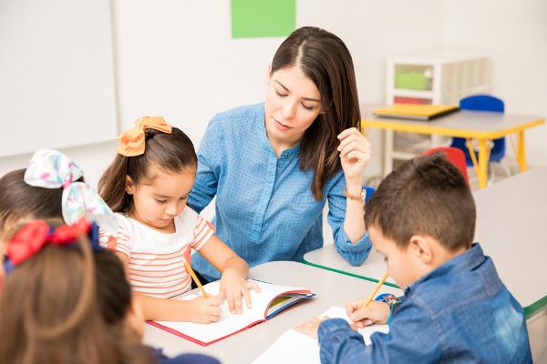A alfabetização é a base da educação e peça fundamental para o desenvolvimento da sociedade.