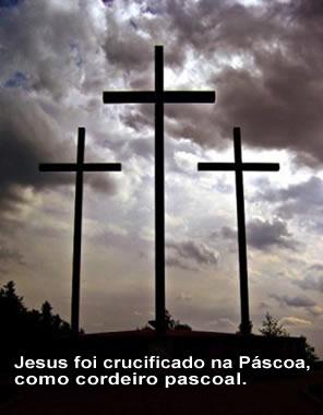 Na Páscoa, os cristãos comemoram a morte e a ressurreição de Jesus.