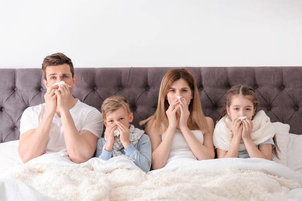 No inverno, observa-se um aumento de doenças respiratórias, como gripes e resfriados.