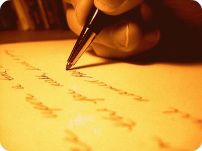 A resenha, materializando-se por meio de um discurso claro, coerente e coeso, registra impressões acerca de um objeto de estudo