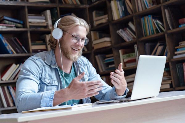Durante as aulas virtuais, é importante que o professor combine com seus alunos as regras de permanência na sala.