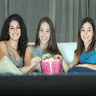 amigas vendo filme