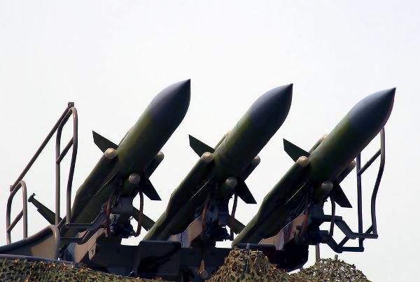A polarização do mundo fez com que EUA e URSS investissem maciçamente no desenvolvimento de armamentos.[2]