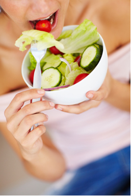 Devemos mastigar bem os alimentos para facilitar a digestão
