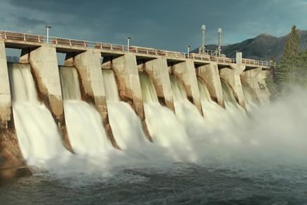 Legenda: Principal fonte de energia do Brasil, as usinas hidrelétricas sofreram com a escassez de chuvas em 2001