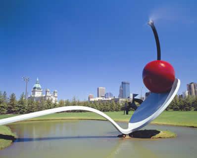 Escultura de Cereja, de Claes Oldenburg, em Minneapolis, Minnesota, EUA